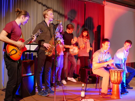 Afterparty at SeminBar on 26 November at Ackermannshof: Members of the NCCR Molecular Systems Engineering and other guests jam with the students from the Jazz Campus Basel.