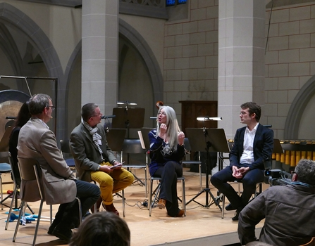 A round table discussion introduced the cooperation between this NCCR and the argovia philharmonic. The talk moderated by Ralf Stutzki (center) included (from left) Thomas R. Ward (Direktor NCCR), Martina Huggel (Museum Aargau), Dame Evelyn Glennie (musician) and Christian Weidmann (argovia philharmonic).